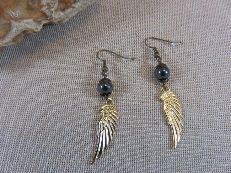 Boucles d'oreilles Aile d'Ange, bijoux perles, boucles Hematite, bijoux boheme, bijoux femme, boucles d'oreille pendante, bijoux aile doré de la boutique ArtKen6L sur Etsy
