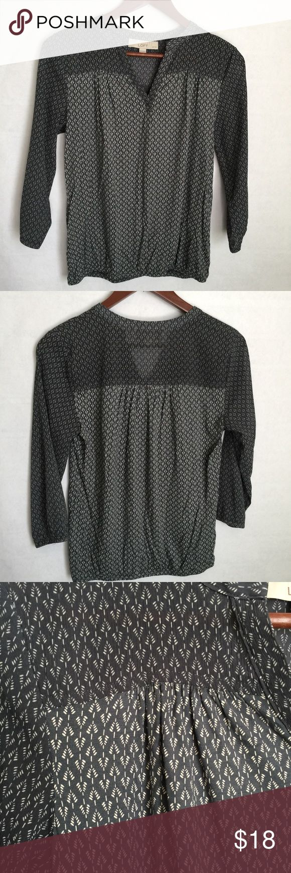 ✨NEW Listin✨Loft petite blouse Ann Taylor Loft blouse with an alternating repetitive all-over pattern. Charcoal grey sleeves and front & back yoke with medium grey body. V-neckline. Size is XS petite. Not interested in trades. LOFT Tops Blouses