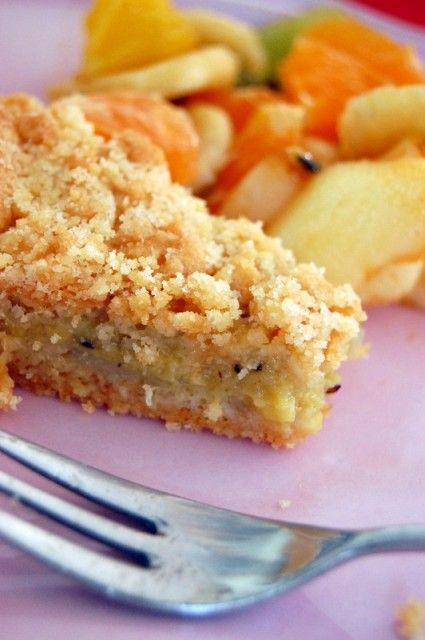 Tarte crumble à la compote de fruits maison (fait avec les fruits qu'on a sous la main (ici pomme, banane, ananas et kiwi)