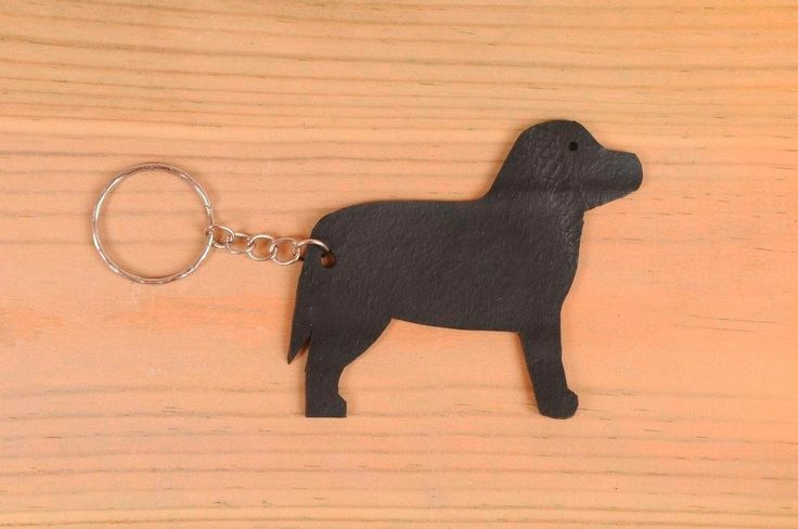 Dog shaped key holder made of tire's inner-tube