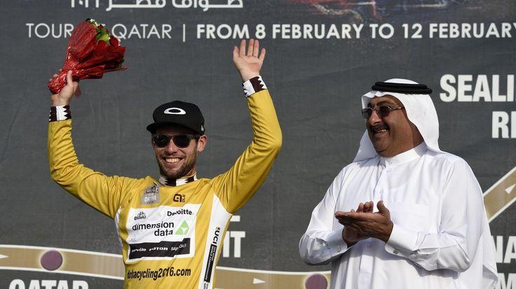 Mark Cavendish  Tour du Qatar : Mark Cavendish remporte la 1 ère étape au sprint - TOUR DU QATAR - Mark Cavendish (Dimension Data) a remporté la première étape du Tour du Qatar, lundi. C'est sa première victoire sous ses nouvelles couleurs. - (Eurosport-Cyclisme) Tour...