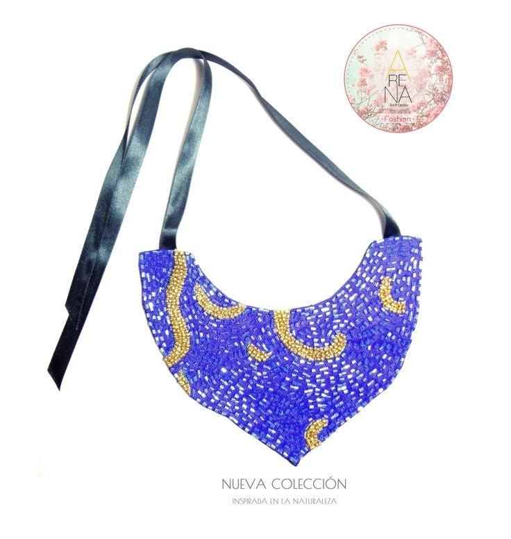 Mira este collar estilo babero inspirado en la Marea, en color azul intenso y dorado y es parte de nuestra colección inspirada en la naturaleza. Te animas a usarlo? Comenta❤o escribe a ✉arenabyastrid@gmail.com y  00584161703728 (VEN) 00573044426072 (COL) #chic #casual #trendy #necklace #collar #outfit #moda #asimetrico #accesorio #handmade #hechoamano #diseñovenezolano #madeinvzla_ #tendencia #nuevacoleccion