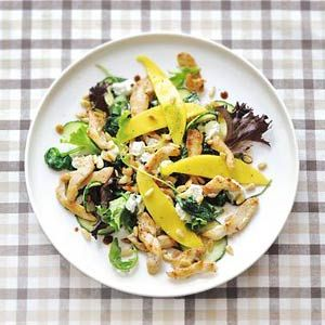 Chicken salad with mango and goat cheese - Allerhande (recipe in Dutch)