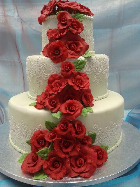 Il Bellissimo Mondo Di Antonella Decorating: Torta  a 3 piani con cascata di rose