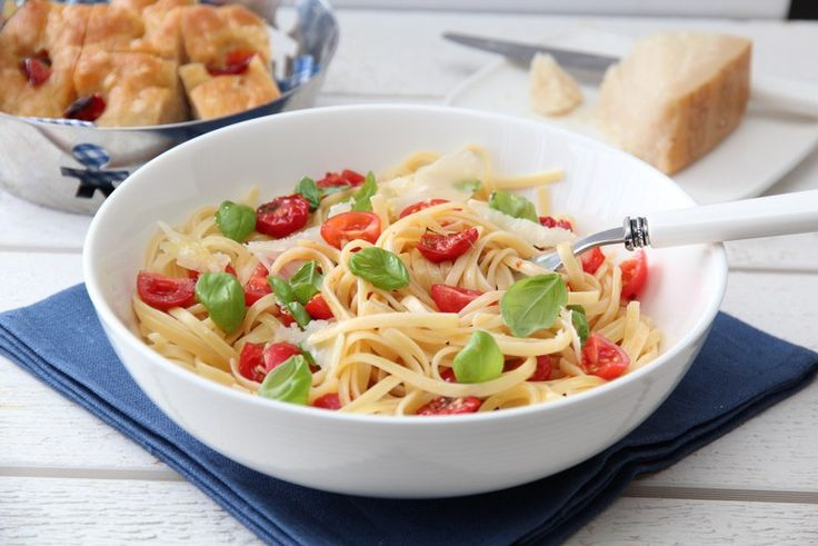 Spagetti med tomater, basilikum og parmesan