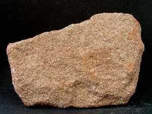 Roca sedimentaria arenísca. Granos de cuarzo conglomerados por cementos naturales. Fáciles de labrar y tallar. Usados en sillería, zonas decorativas (portales, aleros y canecillos) de los edificios medievales.
