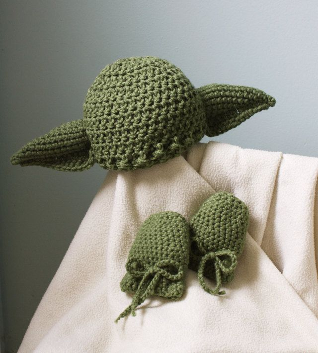 Star Wars-Themed Crocheted Hats, Mittens, and Lightsabers