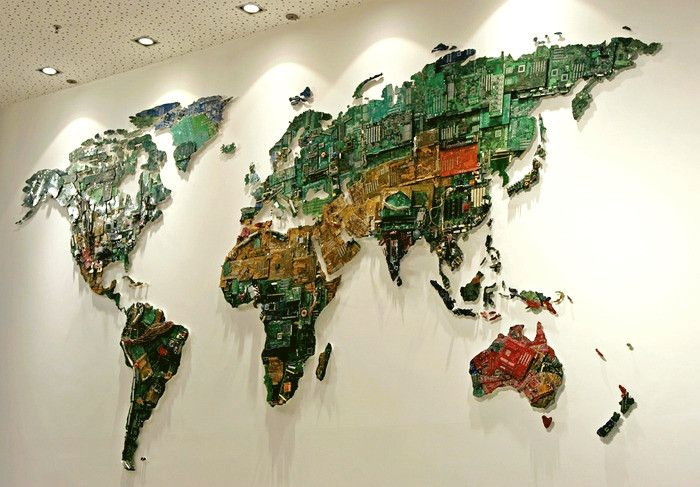 World Map, карта мира из компьютерных микросхем, работа Susan Stockwell