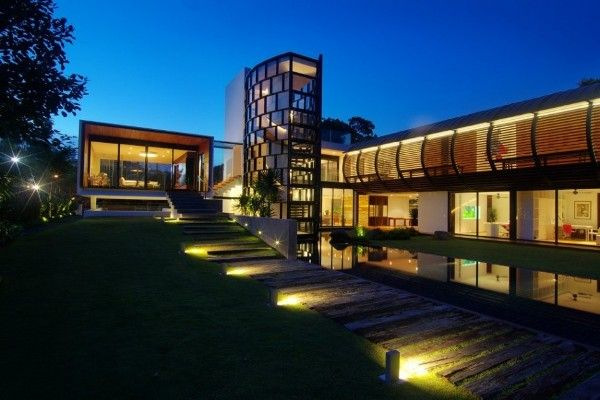 Dalvey Estate By Aamer Architects Is A Bold Contemporary Home