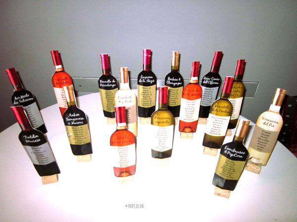 Segna tavoli con bottiglie di vino