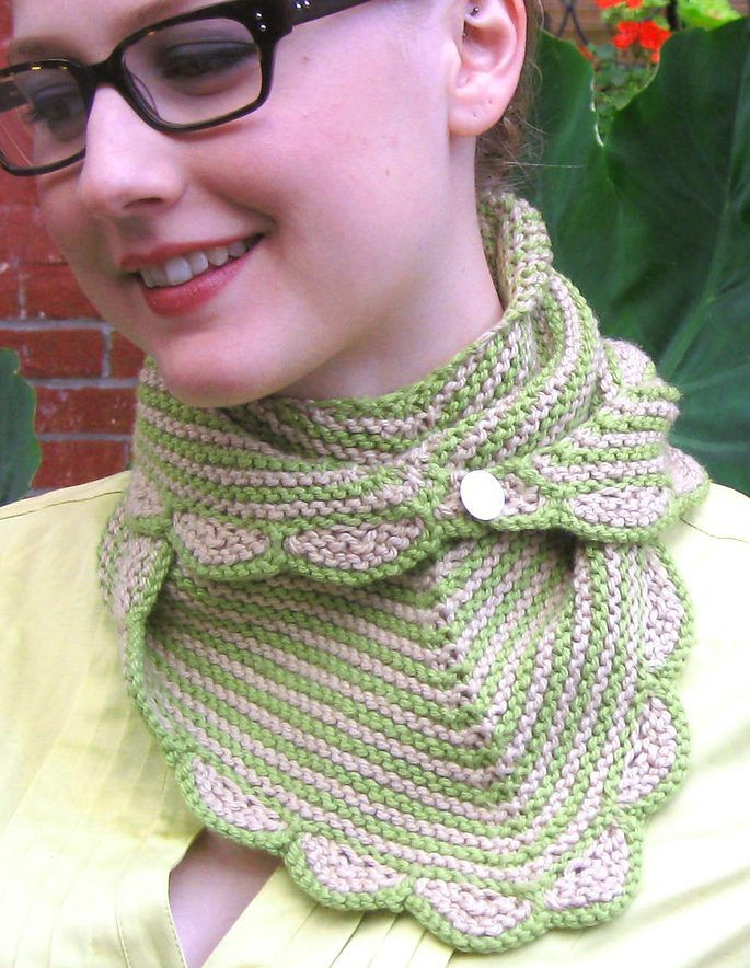 Free Knitting Pattern For Scalloped Edge : 78+ images about Scarf & Cowl Knitting Patterns on Pinterest Quick knit...