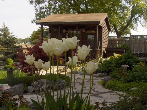 They're not your Grandpa's garden shed any longer: Garden Sheds, Flagstone Paths, Gardens Paths, Little Gardens, Stones Pathways, Walkways Landscape, Stones Paths, Romantic Gardens, Gardens Sheds