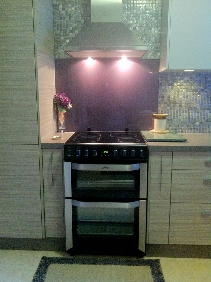 Our customer, sent us this photo of her 60cm induction Freestanding Cooker, FSE61IS, and canopy rangehood GDACB60S situated in a rich, designer kitchen. Although we love the whole kitchen, our favourite aspect is the mesmerising Mother-of-Pearl mosaic which glistens - making dance around the kitchen. #Belling #UKmade #madeinBritian #British #cooker