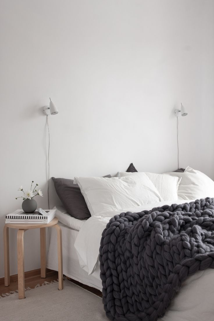 Scandinavian bedroom, super chunky wool blanket from Ohhio. Photo Decorados.... SÓ QUERIA ESSA MANTA PRA SER FELIZ
