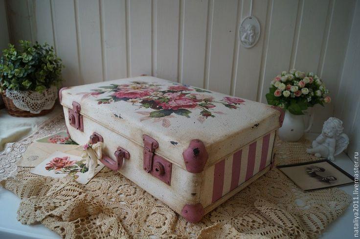 """""""Корзина роз""""-чемодан - белый,чемодан,чемодан декупаж,СССР,шебби шик,ретро"""