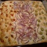 Focaccia bimby con patata cruda, da condire con olive e pomodorini: buonissima e sofficissima! Per preparala servono: 1 patata cruda, 450 gr di acqua...