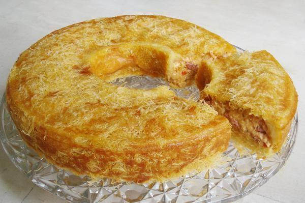 Τυρόπιτα πικάντικη με φύλλο κανταΐφι στη φόρμα