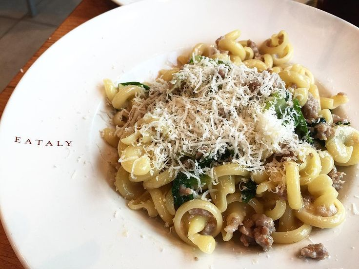 It's hump day cravings for an authentic Italian pasta like this one I had from #eataly �� • • • • • • #eataly #eatalynyc #pasta #italiancuisine #newyork #bonappetito #cravings #humpday #foodgram #throwback http://w3food.com/ipost/1506285870084111303/?code=BTnZwSojbvH