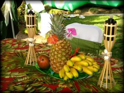 tropical centerpiece ideas | The best centerpieces are the ones that you can eat! =) Centerpiece ...