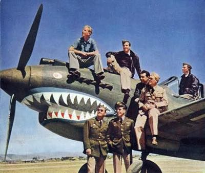 Flying Tigers pilots with a P-40 fighter, China, early 1940s, pin by Paolo Marzioli
