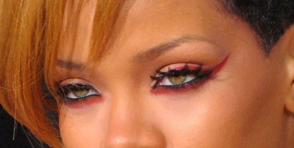 Rihanna drives me crazy, but this eye makeup is pretty sweet