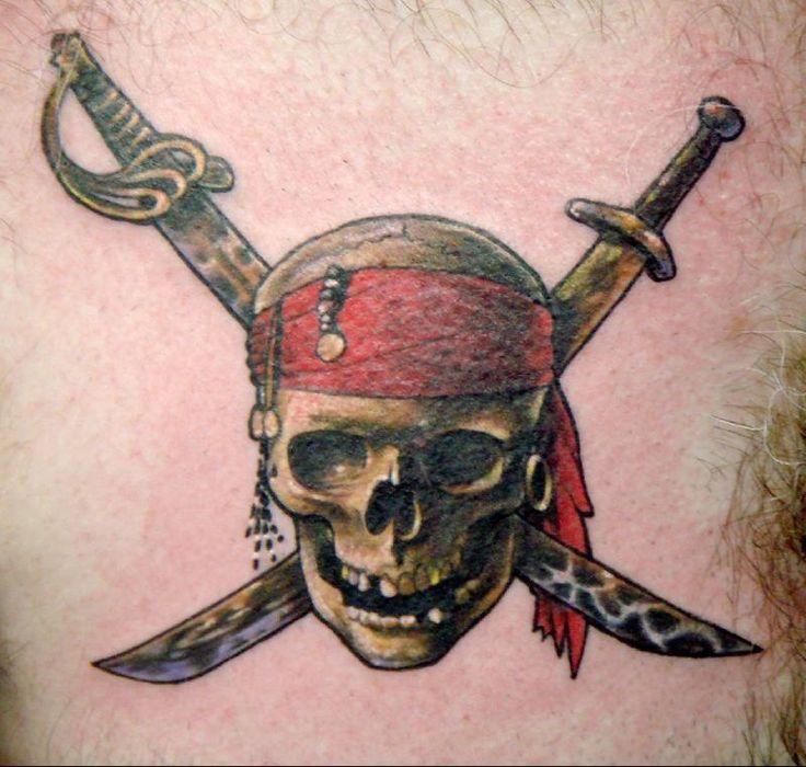 les 25 meilleures id es de la cat gorie pirate skull tattoo sur pinterest tattoo pirate tatto. Black Bedroom Furniture Sets. Home Design Ideas