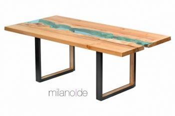 Τραπέζι River με καπάκι από μασίφ ξύλο δρυός ή καρυδιάς, με ειδικά επεξεργασμένο κρύσταλλο στο κέντρο του τραπεζιού και με μεταλλική βάση. Ο σχεδιασμός του επίπλου το καθιστά ξεχωριστό καθώς το κάθε κομμάτι είναι μοναδικό.  https://www.milanode.gr/product/gr/2379/%CF%84%CF%81%CE%B1%CF%80%CE%AD%CE%B6%CE%B9_river.html