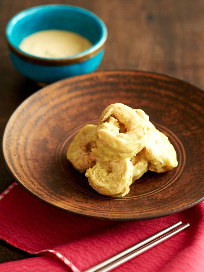 ココナッツオイルで作ったマヨネーズは、リッチなテクスチャーで南国風。さらにカレーパウダーやガサムマサラを加えれば、とびきりエスニックな味わいに。|『ELLE a table』はおしゃれで簡単なレシピが満載!