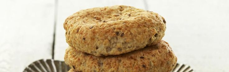 Oppskrift på frokostscones med cottage cheese. Brukte blanding av havregryn, fint- og grovt hvetemel samt speltmel. Hadde i litt vann. Del i 6, ikke 4