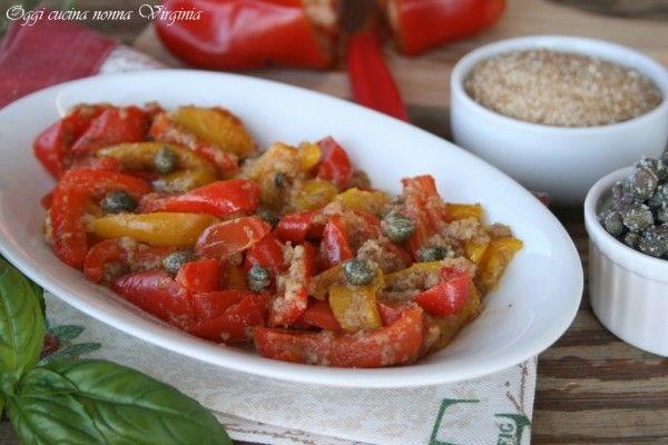 I peperoni ammollicati sono una ricetta calabrese da realizzare in padella con l'aggiunta di pangrattato, capperi e pecorino ottimi anche messi nel panino.