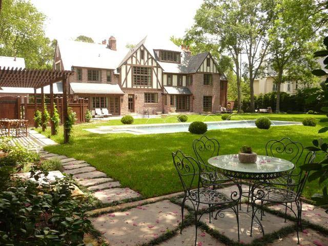 Tudor revival tudor revival pinterest for Casa revival gotica