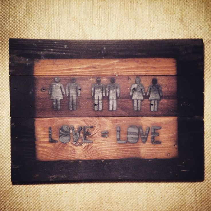 Love = Love Quadro realizzato con legno di bancali riciclato.