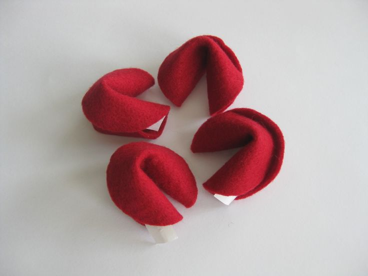 To Crack or to Noodle.... Christmas fortune cookies | felt fortune cookies | red | DIY Inspiration