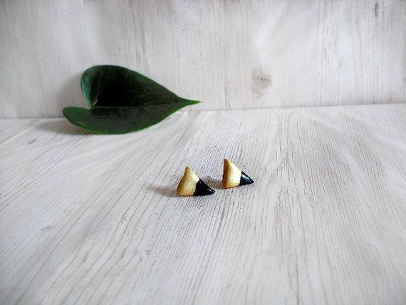 Orecchini nero e oro triangolo in porcellana fredda perno geometrici moderni semplici minimal anallergici regalo per moglie fidanzata donna