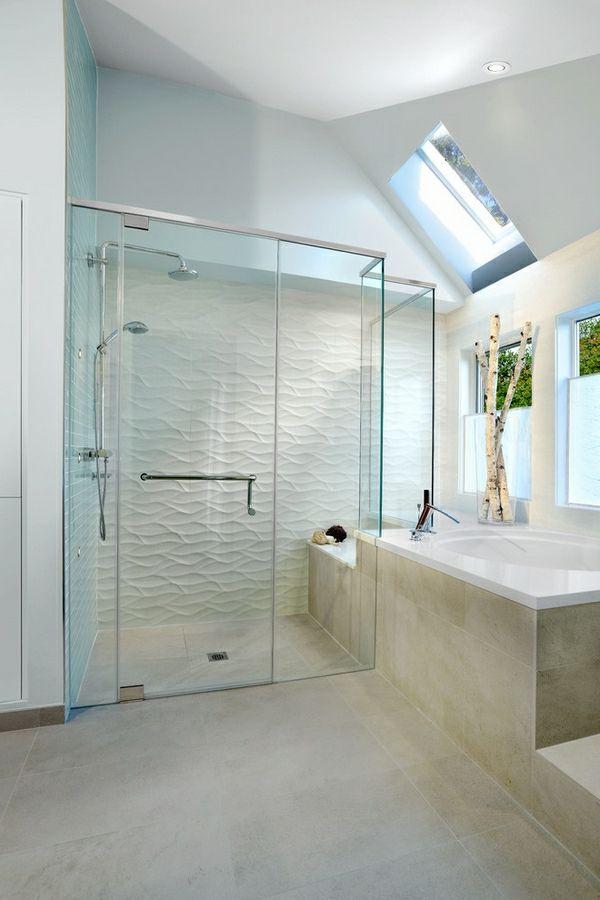 geflieste-dusche-im-modernen-weißen-badezimmer - gestaltung in weiß