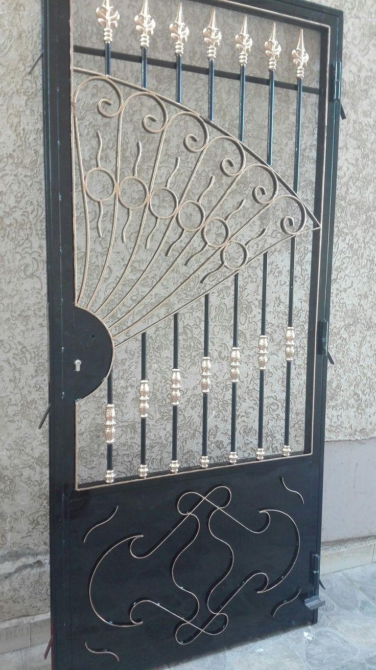 Pin De Moises Castro En Herreria Puertas De Aluminio Diseno De Puerta De Hierro Puertas De Metal