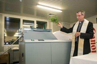 L'évêque d'Anvers bénit la presse numérique inkjet de Kerk & Leven