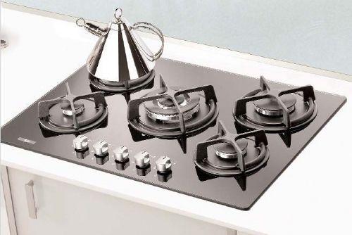 La cucina è il regno di tante donne, e la si vorrebbe sempre pulita in ogni angolo. Spesso, però, il grasso si accumula in posti impensabili o magari difficili da raggiungere, e indurendosi rapidam…