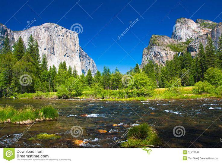 Vallée De Yosemite Avec La Roche D'EL Capitan Et Les Cascades Nuptiales De Voile - Télécharger parmi plus de 49 Millions des photos, d'images, des vecteurs et . Inscrivez-vous GRATUITEMENT aujourd'hui. Image: 31476249