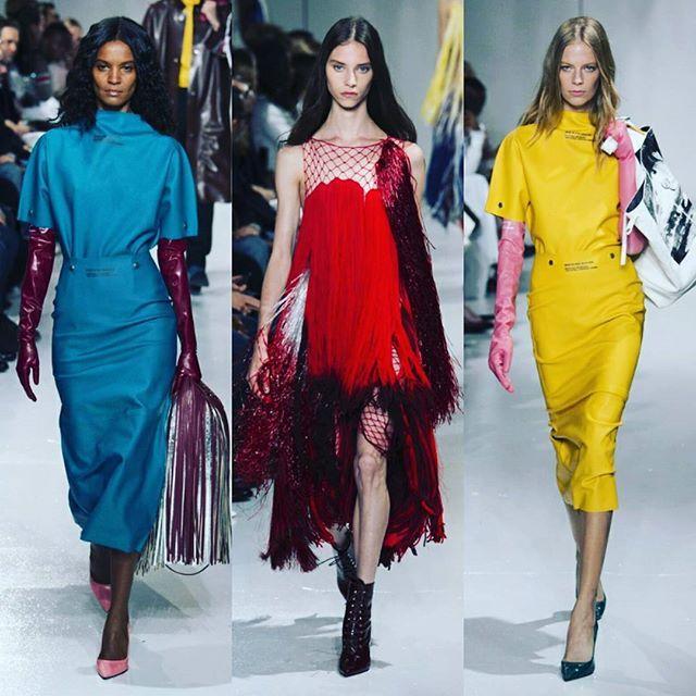 Color , flecos , guates y un cuento de horror en la colección de Raf Simons para Calvin Klein Spring Summer 2018 #VittorioRosso #ElAmanteDeLaModa #calvinklein #collections #runway #fashion #fashionista #nyfw18ss #nyfw #fashionweek #fashionreport #bloggers #blog #goodnight #saturdaynight #weekend #instagram #instafollowers #instagramers #instalike #like4like #instafashion #followforfollow #followers #follow4follow #readytowear #womanstyle #style #trends #tendencias  Via…