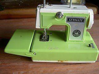 Vintage miniature sewing machine by cath @ chunkychooky, via Flickr