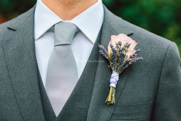 Tutto quello che dovete sapere sul fiore all'occhiello dello sposo