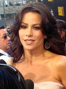 Sofía Vergara está en la película Meet the browns y Madea Goes to jail. Ella es de Barranquilla, Colombia.