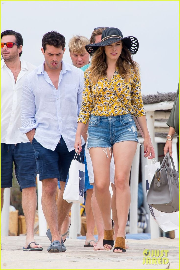 kelly brook boyfriend jeremy parisi celebrate 30th birthday 28 Kelly Brook shows off her legs while celebrating her new boyfriend Jeremy Parisi's 30th birthday at Club 55 on Tuesday (May 26) in Saint Tropez.    The day before,…