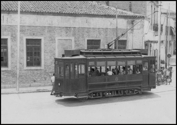 https://flic.kr/p/23o9QRm | Το τραμ Νο. 17, που εκτελούσε το δρομολόγιο Νέο Φάληρο - Άγιος Βασίλειος στη συμβολή των οδών Ομηρίδου Σκυλίτση και 34ου Συντάγματος Πεζικού.