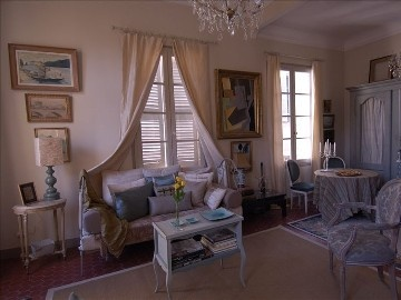 Aix-En-Provence apartment rental - View Salon with small Eating Area for Four