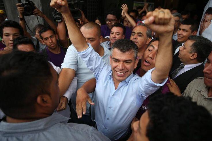 Julio Guzmán presenta recurso para seguir en las elecciones de Perú