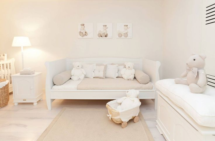 Love the look of this and great combo bedroom for toddler and nursery for baby. Love the photos of same toy from different angles... might need to steal that idea.