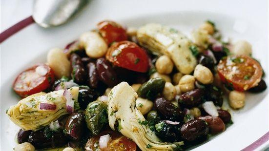 Blanda samtliga ingredienser och smaka av med salt och peppar. Låt stå i minst 10 minuter innan servering.