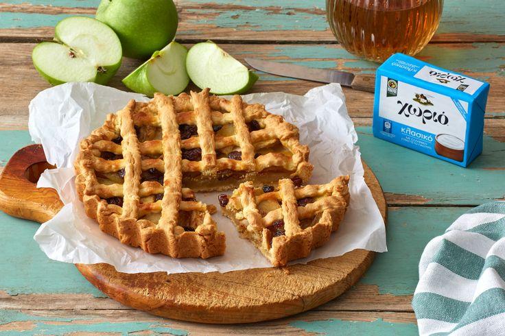 Μια φανταστική μηλόπιτα με ξινόμηλα καραμελωμένα σε ζάχαρη, με υπέροχη γεύση στη ζύμη που χαρίζει η Χωριό μαργαρίνη με ελληνικό γιαούρτι. Απολαύστε την!